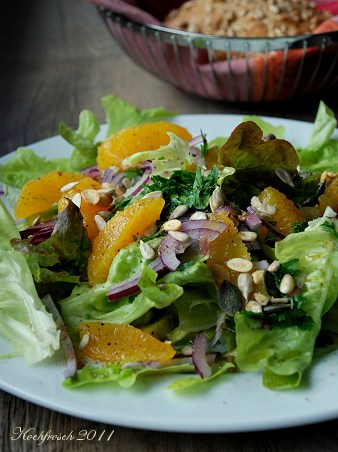 Salat mit avocado und orange
